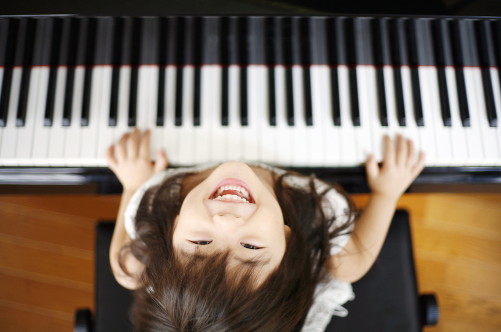 Why is it important for young children to start learning the piano at a young age?